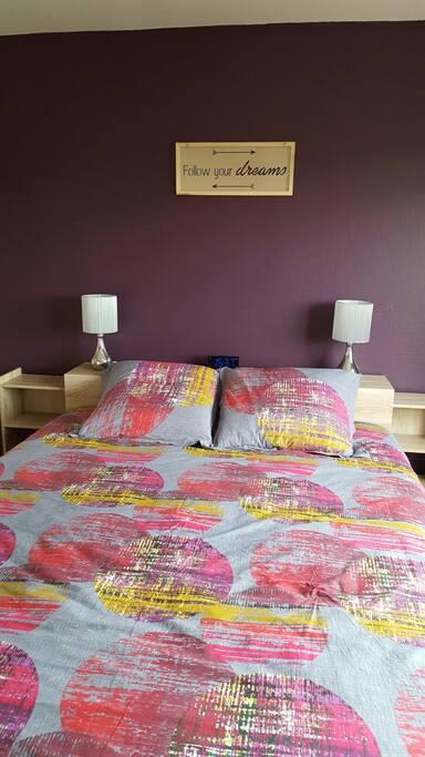 La chambre offre un confort remarquable avec lit king size (160 x 200)