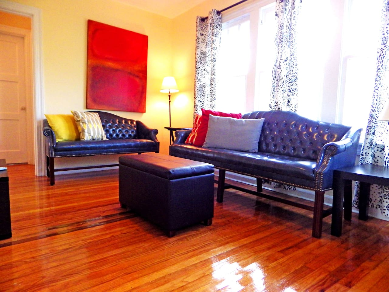 Vintage 2/1 apartment with original hardwood floors, perfect for a getaway!