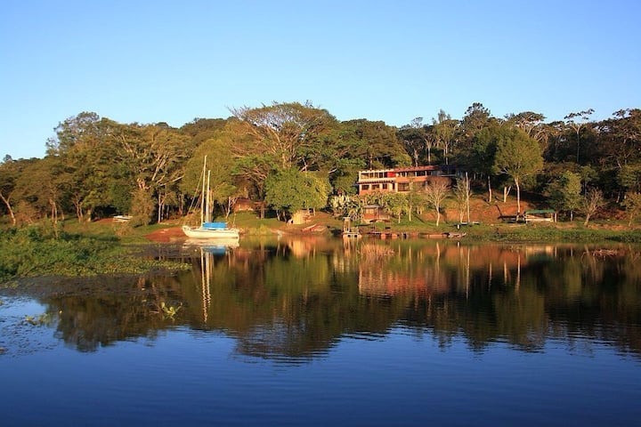 Your country place on Lake Yojoa.