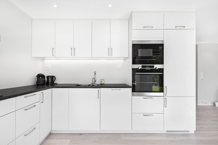 Modern kitchen, well equipt.  Kitchen contains, all the normal things you expect to find in a citchen, knifes, forks, plates, pans, etc...