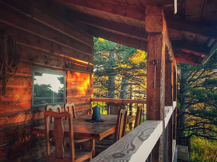 Cliff's Cabin - authentic Montana retreat