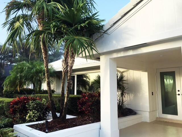 Sunny B Retreat - Boynton Beach ( Panoramic Golf course and Canal View ) Private entrance - Business travel amenities - Boynton Beach - Villa