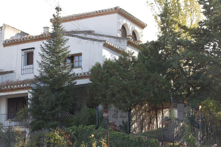 Magnifica casa con jardín (Granada) - Gójar - Huis