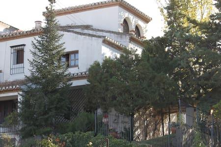 Magnifica casa con jardín (Granada)