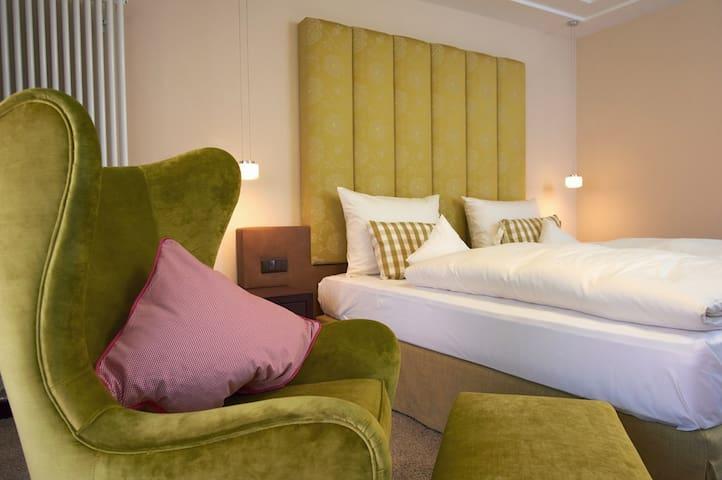 """Der Eisvogel Hotel - Gasthof - SPA (Bad Gögging), Doppelzimmer """"Grandl"""" (40qm) mit SPA-Bereich"""