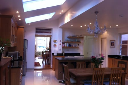 Large Twin bedroom-garden view - London - House