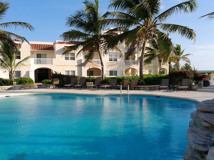 Secluded One Bed Condo, Turquoise waters awaits!
