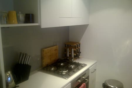 Executive Style 1 Bedroom Apartment - Dee Why - Apartment