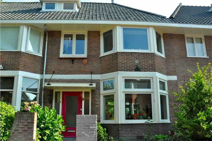Cosy Corfstraat Townhouse