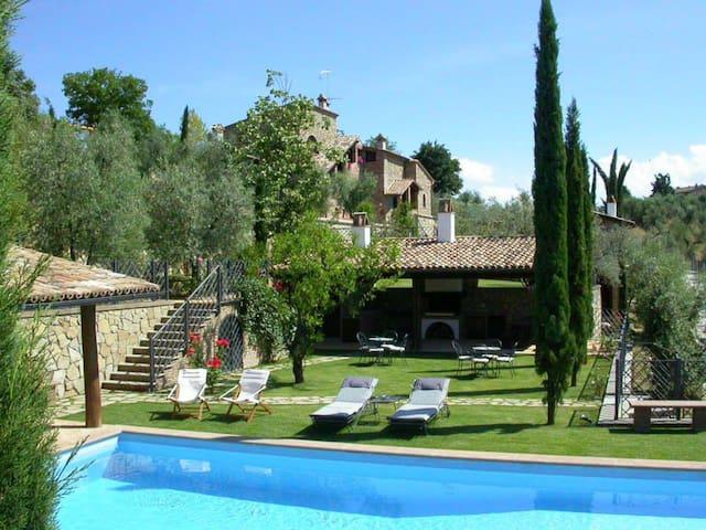 Appartamento con patio e barbecue e con piscina - Città della Pieve - Daire