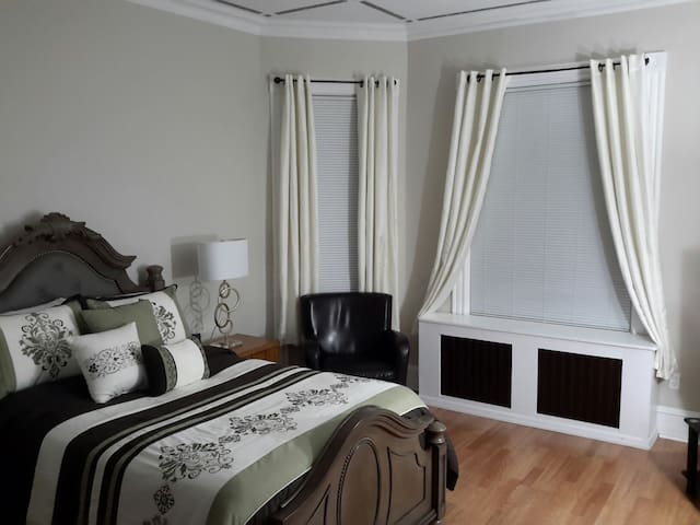 Private Cozy Large  Comfortable Bedroom. - Staten Island - Hus