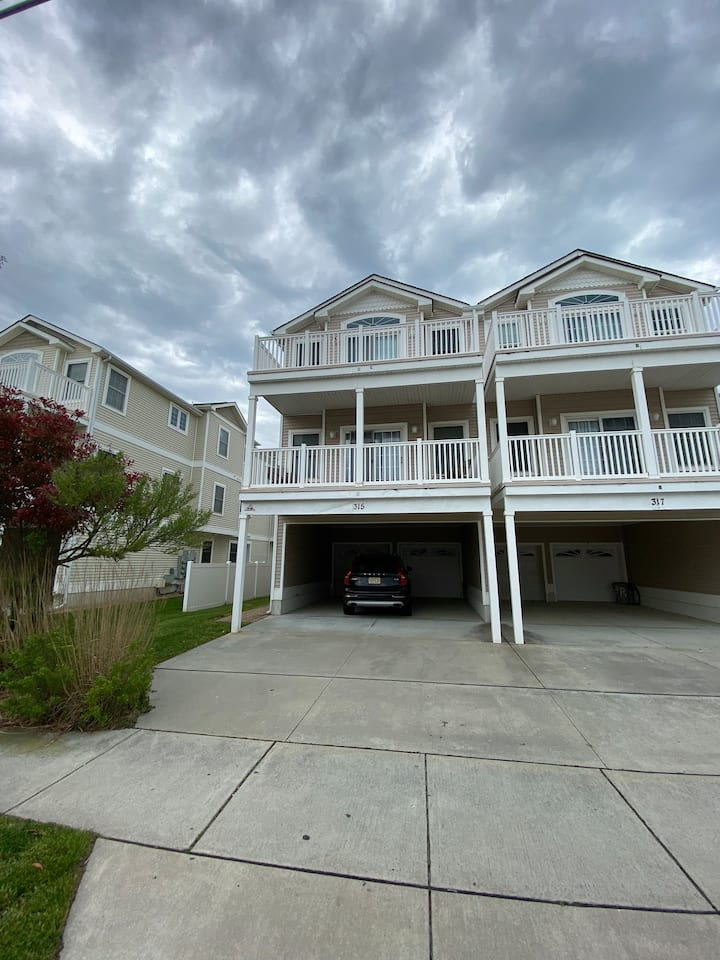 Family Fun at 3BR Condo a Block from the Beach