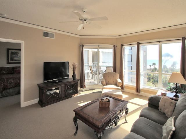 Updated 1Br with Ocean Views - Hilton Head Island - Apartment