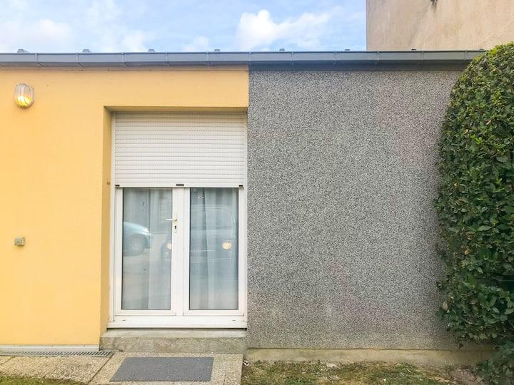 Maisonnette rénovée-Accès direct Centre/Gare/Ecole