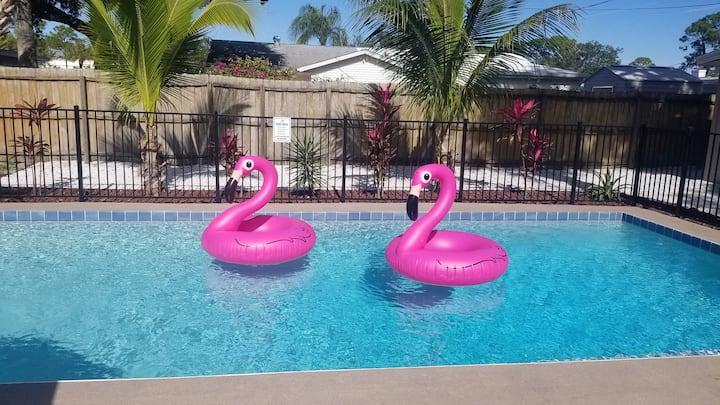 Amazing Heated Pool! Near Siesta,  Lido & Downtown