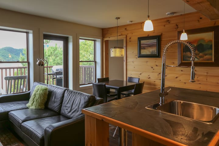 Lakefront Condo in Lac-Superieur