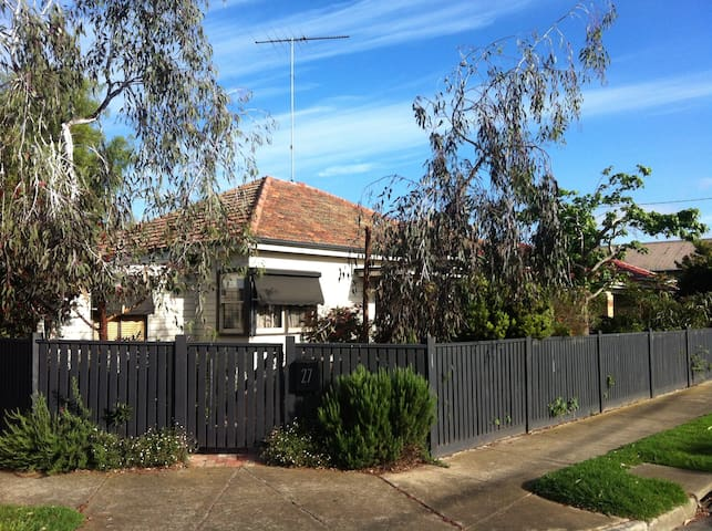 Family home with beautiful garden - North Geelong
