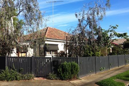 Family home with beautiful garden - North Geelong - Rumah