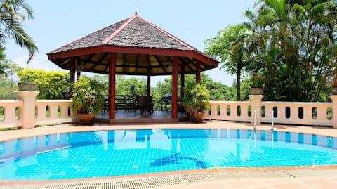 Morgenmad, stuepige,swimmingpool, have,grill, 320 m² luksusvilla