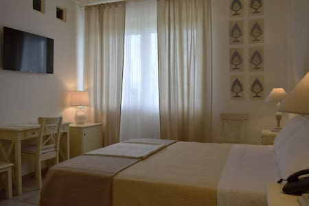 Private double room in lovely place - Lucera - B&B/民宿/ペンション