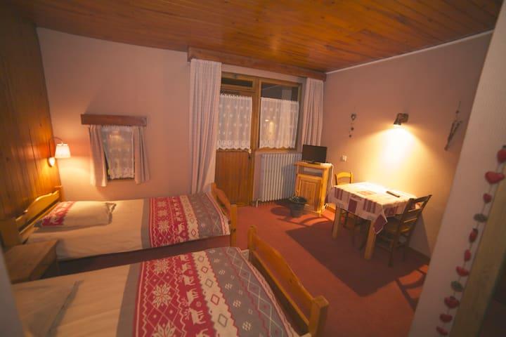 Chambre double Les Rodhos B&B - Val-d'Isère - Bed & Breakfast