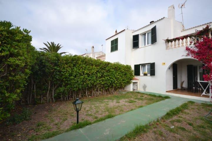 Chalet acojedor ideal ubicacion,playa y ciudad. - Ciutadella de Menorca - Chalet