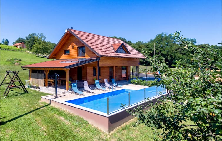 Holiday cottage with 3 bedrooms on 126m² in Grkavescak
