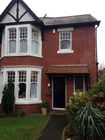Welcome in family home in quiet North Cardiff - Cardiff