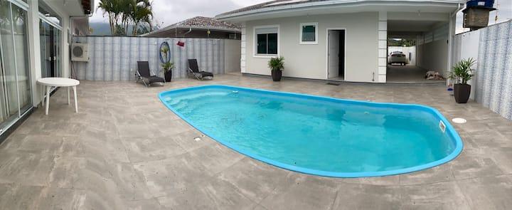Belíssima casa com piscina para alugar
