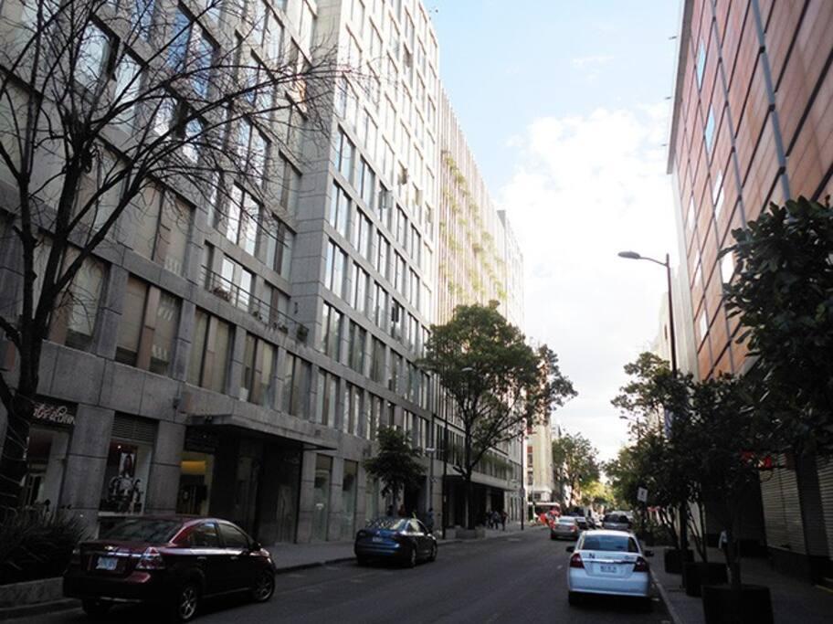 My street and building / Mi calle y mi edificio.