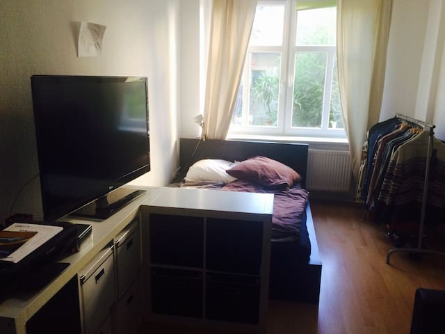 Room perfectly located inside the Neustadt - Dresden - Apartment