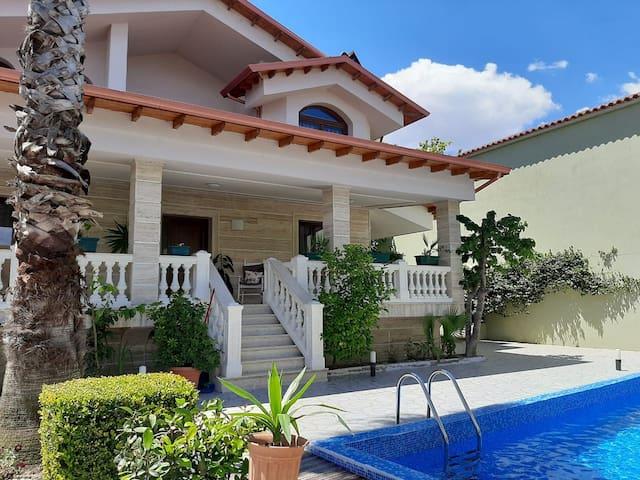 Luxury villa near the lake