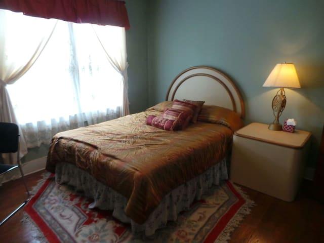 Large Room Near Bethel Woods and Villa Roma #18 - Kenoza Lake