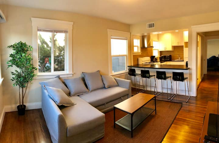 Bright 1br/1ba 5 min SFO WiFi Parking location!