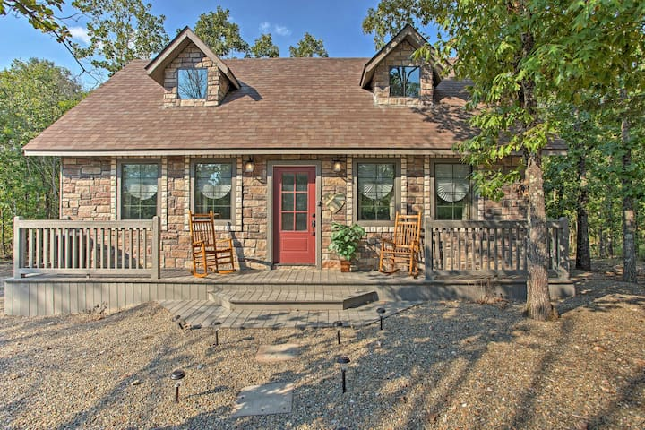 'Greystone Cottage' w/Deck + Hot Tub in Broken Bow