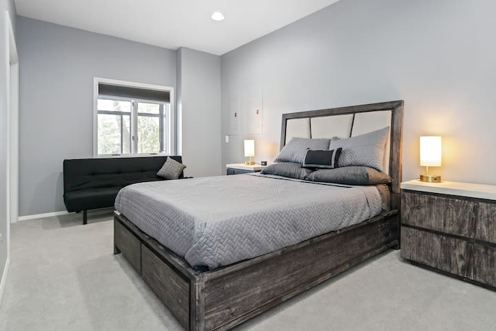 Master bedroom with convertible sofa bed (twin)