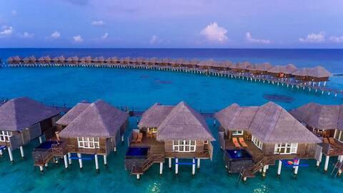 Dhaalu Atoll deluxe water reef villa