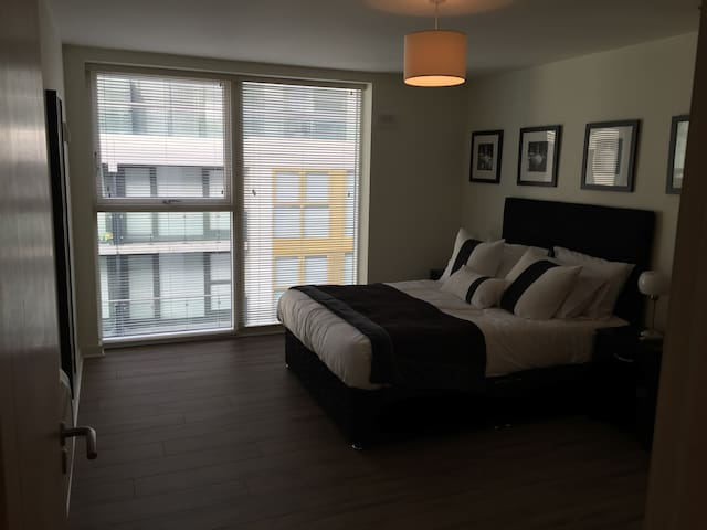 Double Room in Luxury Apartment - Tallaght - Apartemen