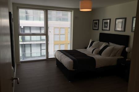 Double Room in Luxury Apartment - Tallaght - Apartament
