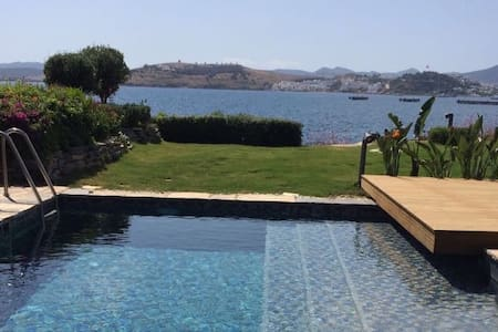 Beachfront Private Villa at the Heart of Bodrum - ボドルム - 別荘