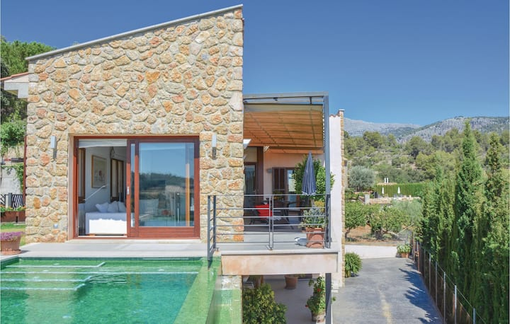 Awesome home in Mancor de la Vall with 3 Bedrooms