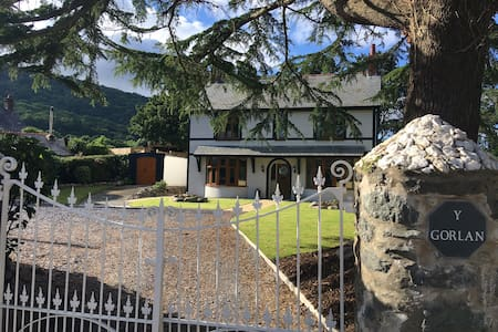 Detached 4 ensuite bedrooms near historic Conwy - Rowen - House