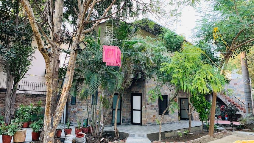 Beautiful Farm House In Sec-21A Faridabad 2BHK