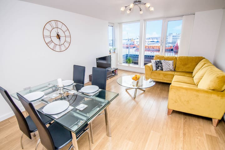 Queens Apartments | Centre, Free Private Parking