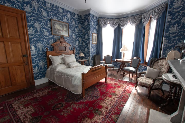 The Gifford-Risley House Bed and Breakfast