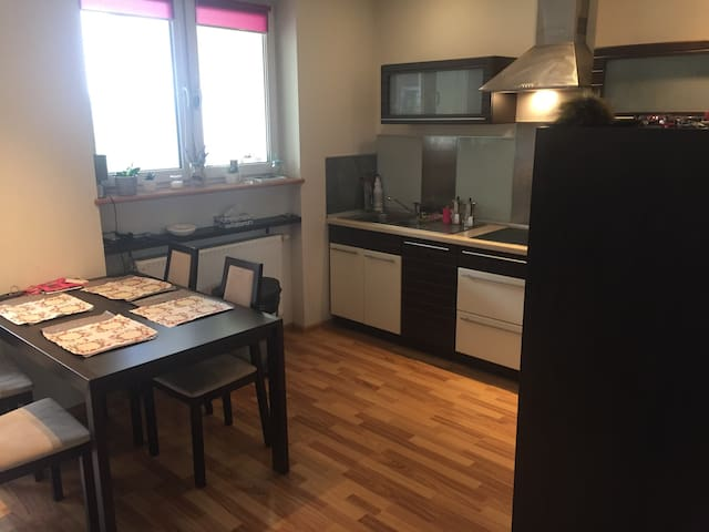 75m2 w przytulnym apartamencie - Kattowitz - Wohnung