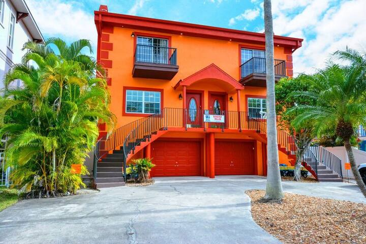 Deluxe 6-Bedroom Siesta Key Townhouse Vacation Rental - With Heated Pool