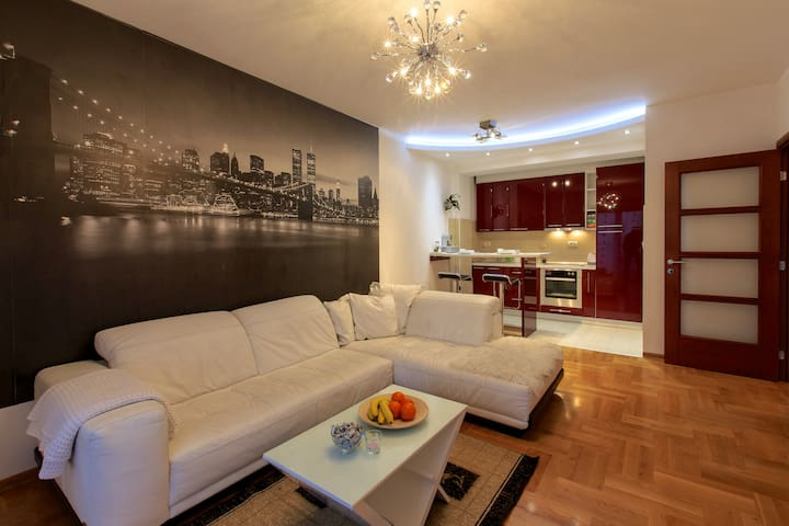 Style Apartment + Garage + Rent a car - Podgorica - Apartamento
