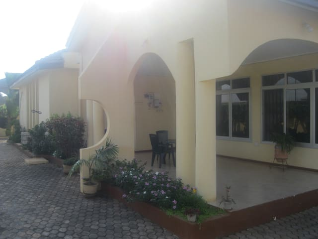 Serviced three bedroom villa in Accra with pool!