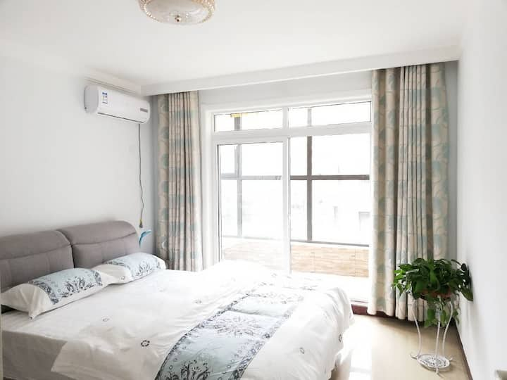 六六小墅(二楼)地暖近台儿庄古城南门,舒适的大床房。台儿庄一个寻梦的地方